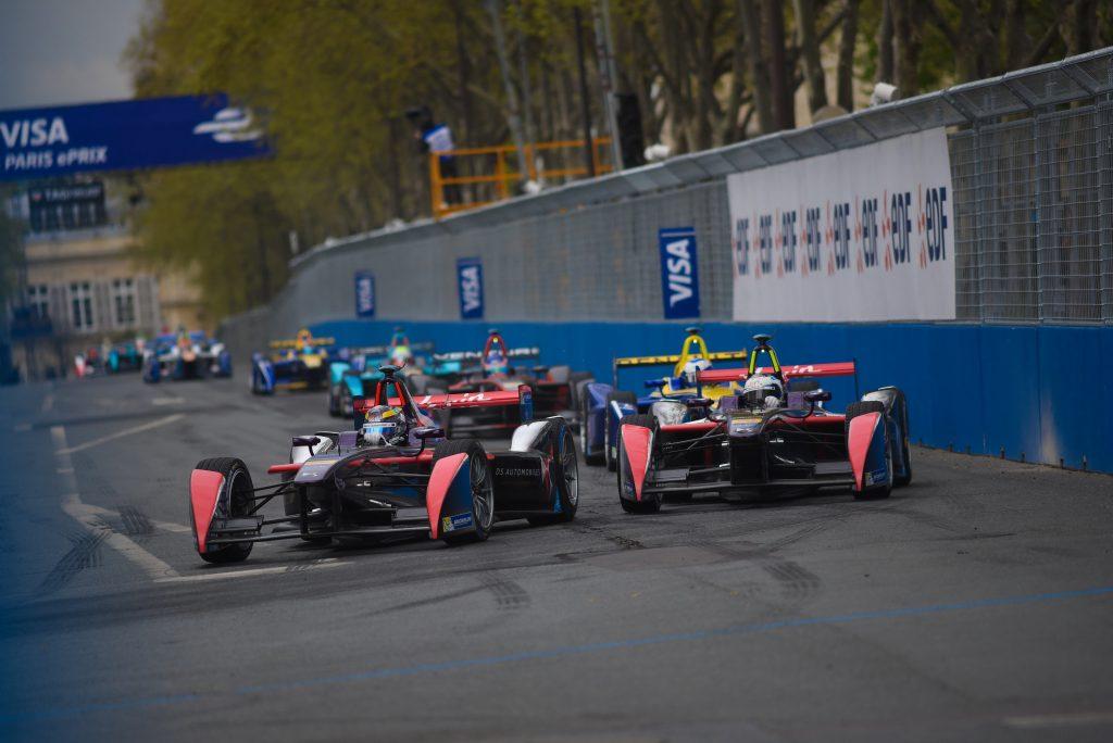 Salida carrera Paris ePrix con los dos DS Virgin Racing en cabeza